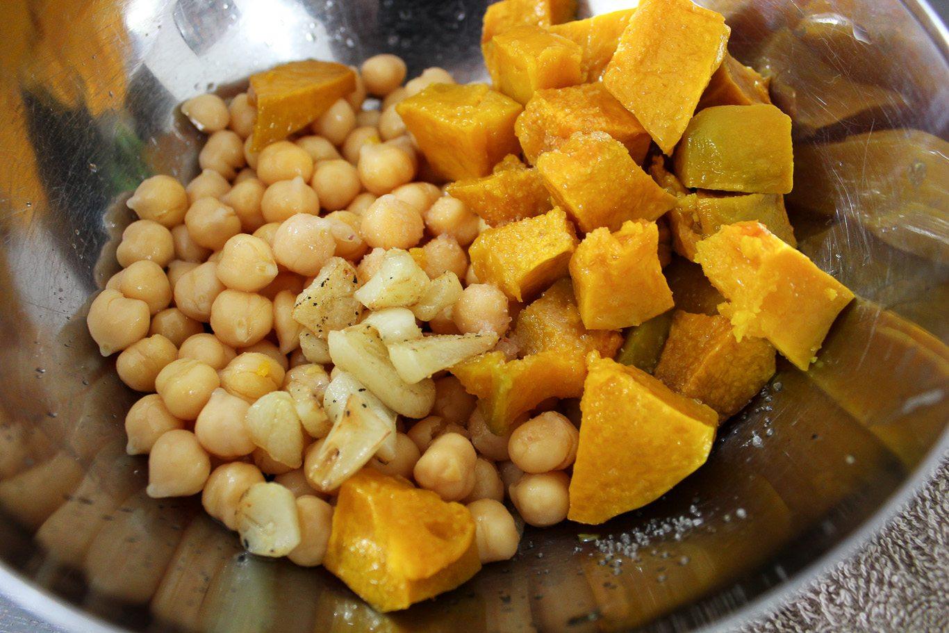 Roasted Garlic and Pumpkin Hummus