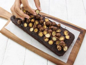 Chocolate-cake-with-maltesers