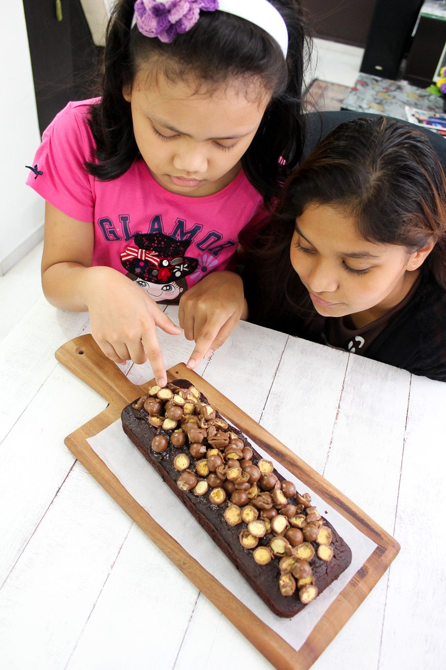 Chocolate-cake-with-maltesers