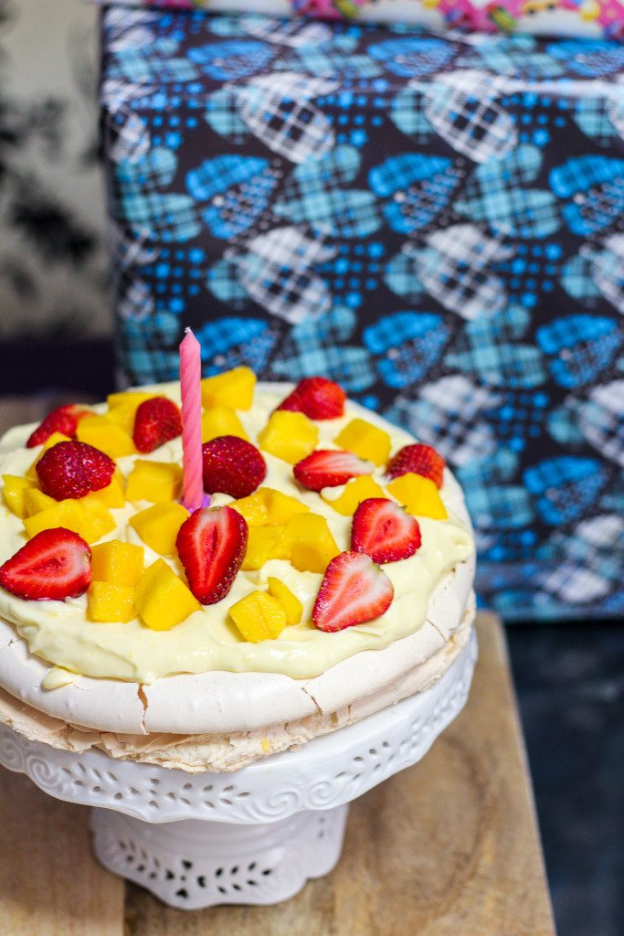 Pavlova With Lemon Curd Cream