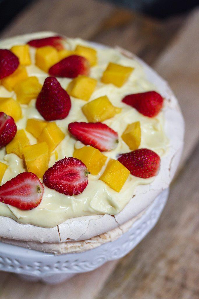 Pavlova With Lemon Curd Cream