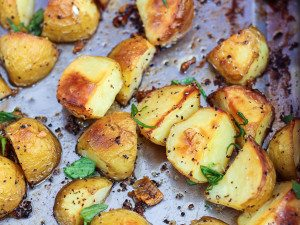 Delicious Garlic Roasted Potatoes