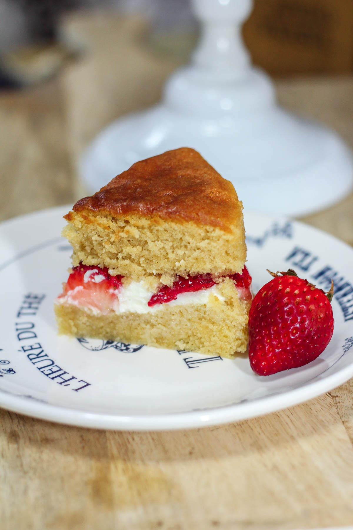 Victoria Sponge Cake Recipe - Maya Kitchenette